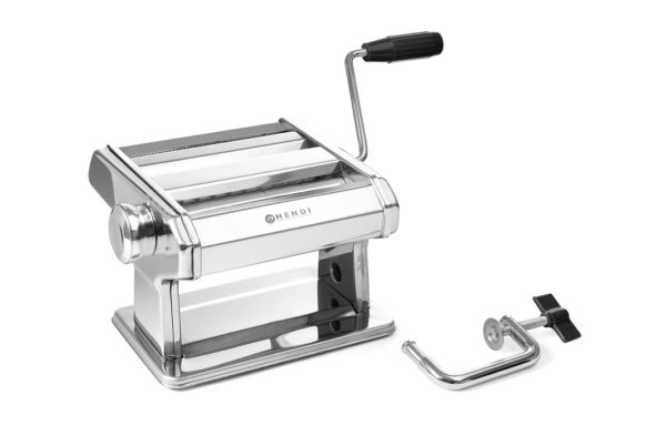 Ruční stroj na výrobu těstovin - HENDI 224830 ideální na výrobu čerstvých těstovin (max. tloušťka 140 mm) nastavení tloušťky těsta v 7 krocích od 0,2 do 2,5 mm tři válce / řezačky vyrobeny z hliníkové slitiny: válec na těsto, řezačka na tagliatelle a řezačka na fettuccine těstoviny