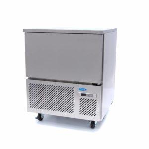 Šokový chladič - 5 x 1/1 GN | model: Maxima 09400925 je výkonný profesionální vysokotlaký chladič, jehož kapacita je pro 5 x 1/1 GN nebo 40 x 60 cm.